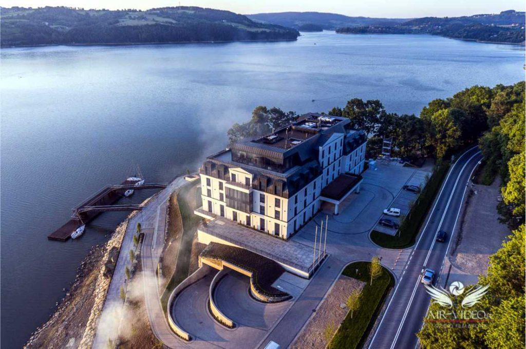 Zdjęcia z powietrza Hotelu Heron nad Jeziorem Rożnowskim