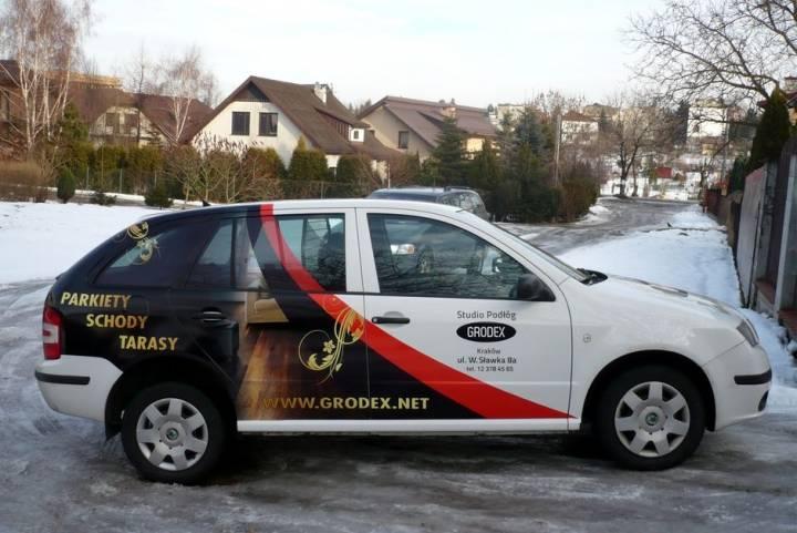 Reklamy na samochodach osobowych