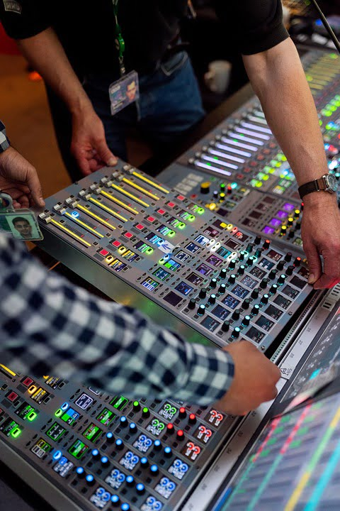 Transmisje online -Streaming wielokamerowy przy użyciu mikserów wideo