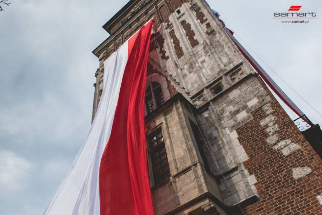 Flaga panstwowa na ratuszu
