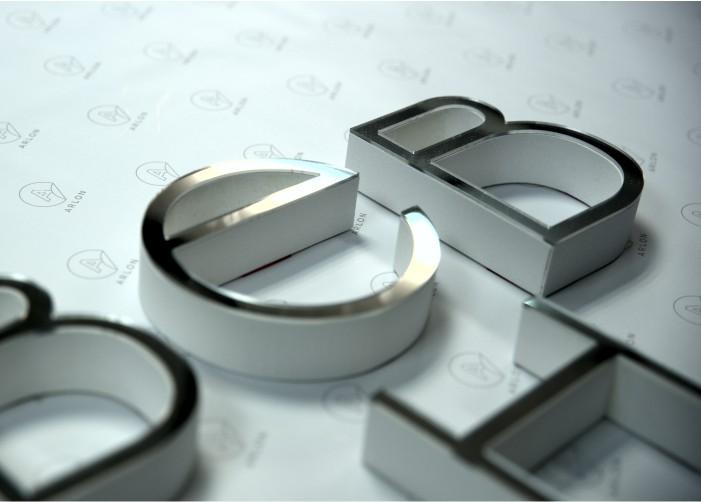Z płyt PMMA - Plekxi produkujemy litery przestrzenne