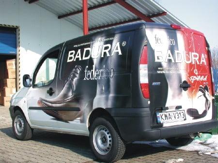 Przykład reklamy na samochodach dla firmy Badura
