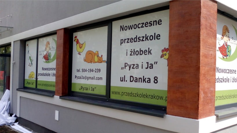 Oklejenie witryny dla przedszkola Pyaz i Ja