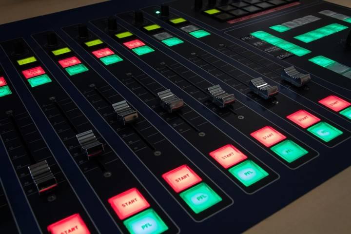 Transmitowanie obrazu i dźwięku do internetu